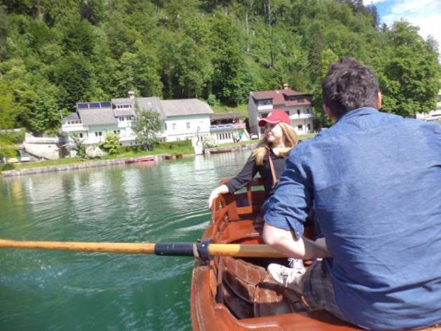 voznja camcem po jezeru Bled